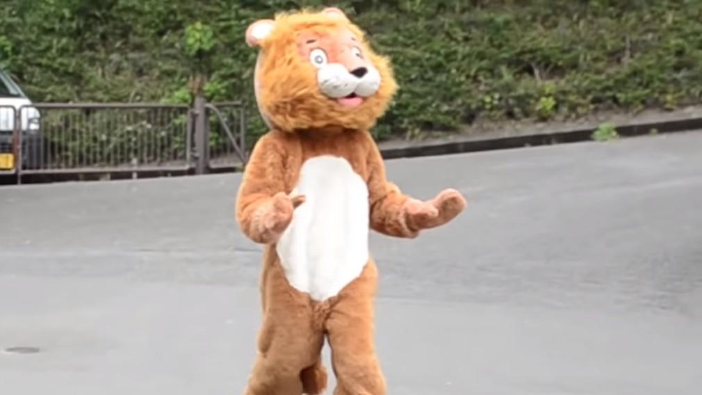 VIDEO: Japonskí pracovníci Zoo nacvičovali útek leva. Ľudia sa bavia na reakcii skutočných levov