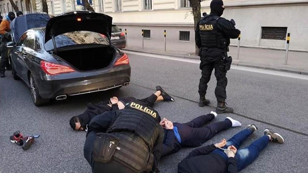 Polícia obvinila Rumunov v prípade poškodených bankomatov