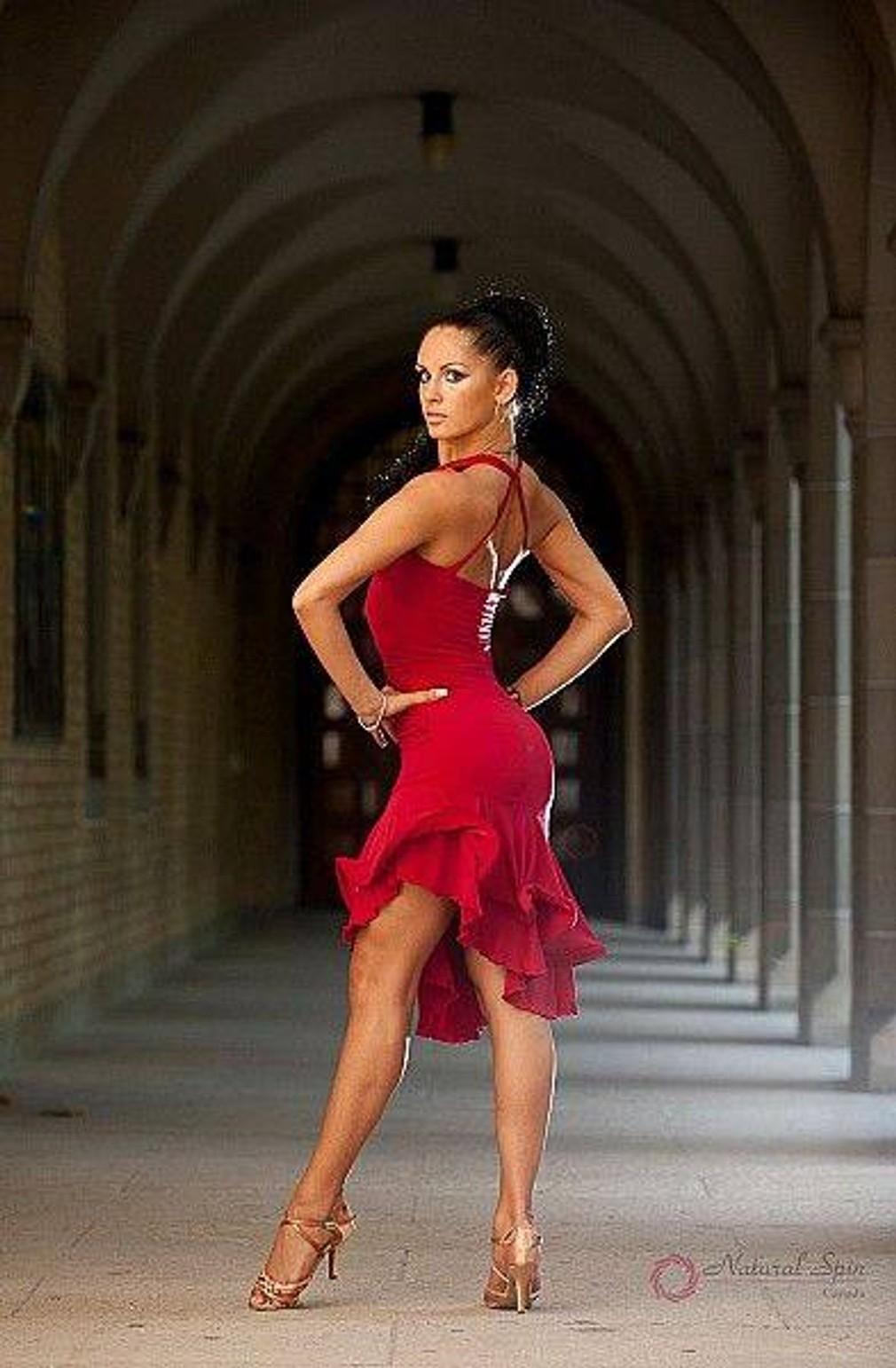 фото танцовщиц латиноамериканских танцев днем рождения