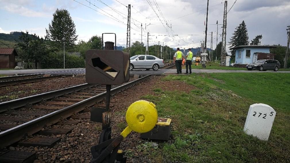 Železničná doprava je prerušená. Pri Liptovskej Teplej sa vykoľajil rušeň