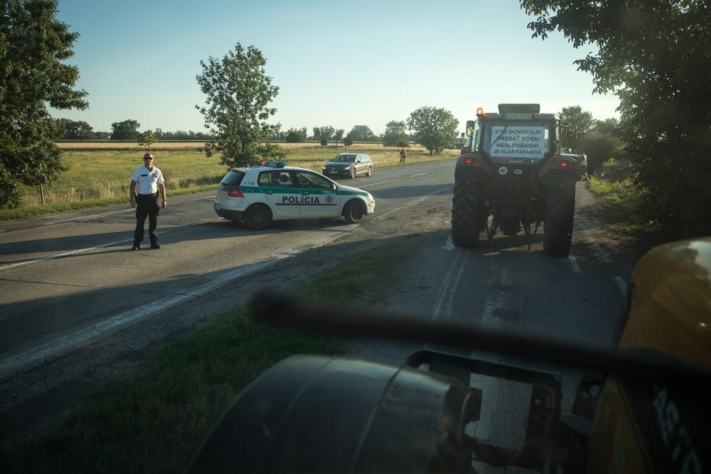 protest farmárov na traktoroch