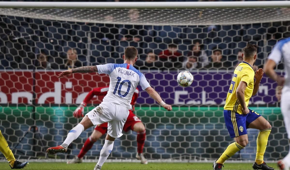 a8b89970c44cf Tímu chýba futbalové šťastie. Duel vo Švédsku sa dal zvládnuť víťazne |  Novinky | Huste.tv