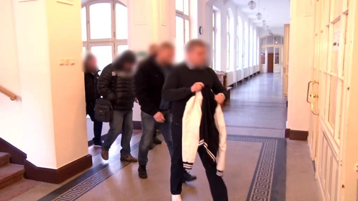 Kauza brutálnej bitky pred barom Mariatchi. Súd začal po 5 rokoch pojednávať
