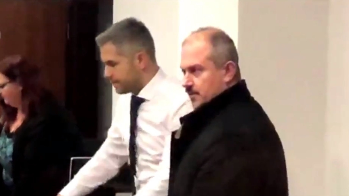 Súd s Marianom Kotlebom odročili.  Za šek na sumu 1488 mu hrozí tvrdý trest | Noviny.sk