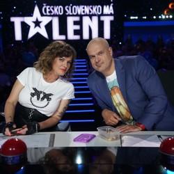 Outfity Jara Slávika v šou Česko Slovensko má talent