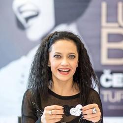 Lucie Bílá vyráža na unikátne Čiernobiele turné!