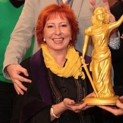 Buršáková dojala kolegov: Darovala im dvojmetrovú tortu!
