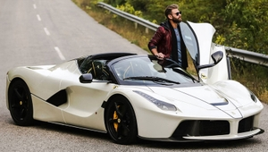Skvelý zážitok z jazdy na Ferrari  Takto sa jazdí na miliónovom žihadle e97b9a8bad