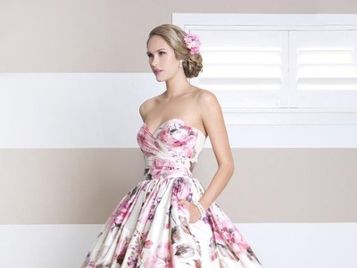 8f60dbdbb839 Buďte extravagantná a vsaďte na obrovskú sukňu. Kvety sú hitom jesene.
