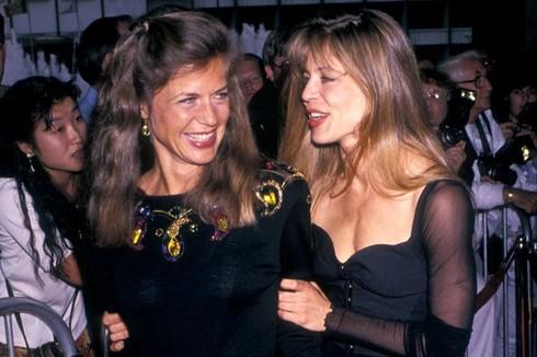 Linda Hamilton s dvojičkou