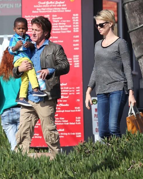 Takmer dokonalá rodinka...ani so Seanom to nevyšlo.