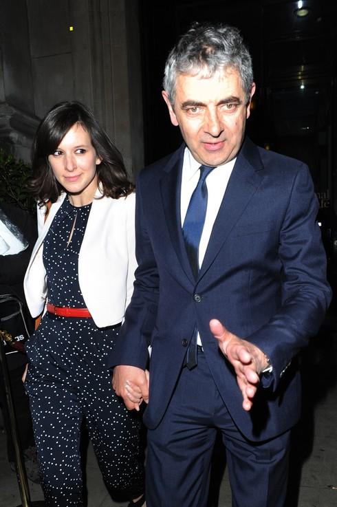 Rowan Atkinson s priateľkou Louise Ford