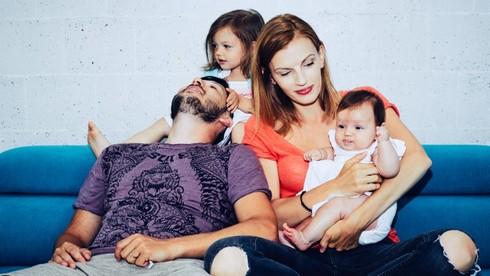 Alena tvorí šťastný manželský pár s raperom s hudobným producentom Opakom.