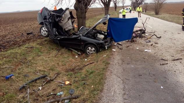 Smrteľná nehoda pri Nitre. Zomrela pri nej 22-ročná šoférka 81a00221c92