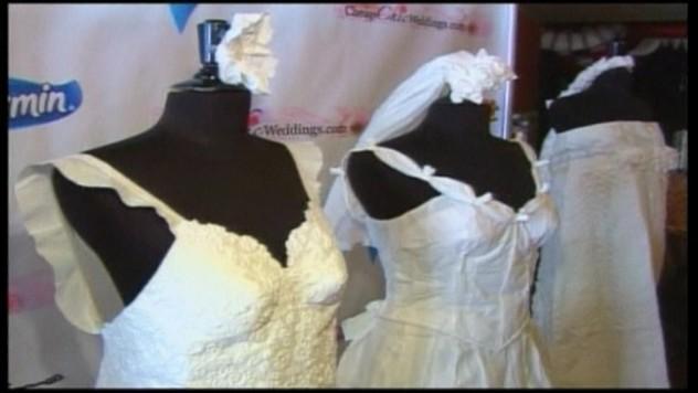 Bláznivé šaty pre nevesty! Vyrobili ich z toaletného papiera d325e51e78e
