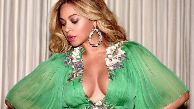 226aedd6f119e Premiéra filmu Kráska a zviera: Tehotná Beyoncé zažiarila v týchto  nádherných šatách