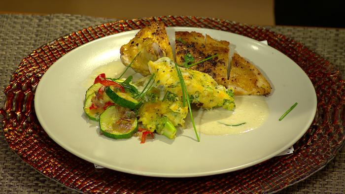 Moja mama - recepty - Kuracie medailónky na syrovej omáčke so zeleninovou fritattou