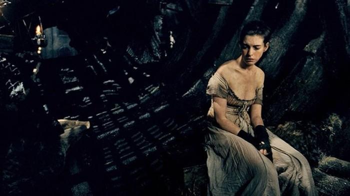 Anne Hathaway vo filme Bedári
