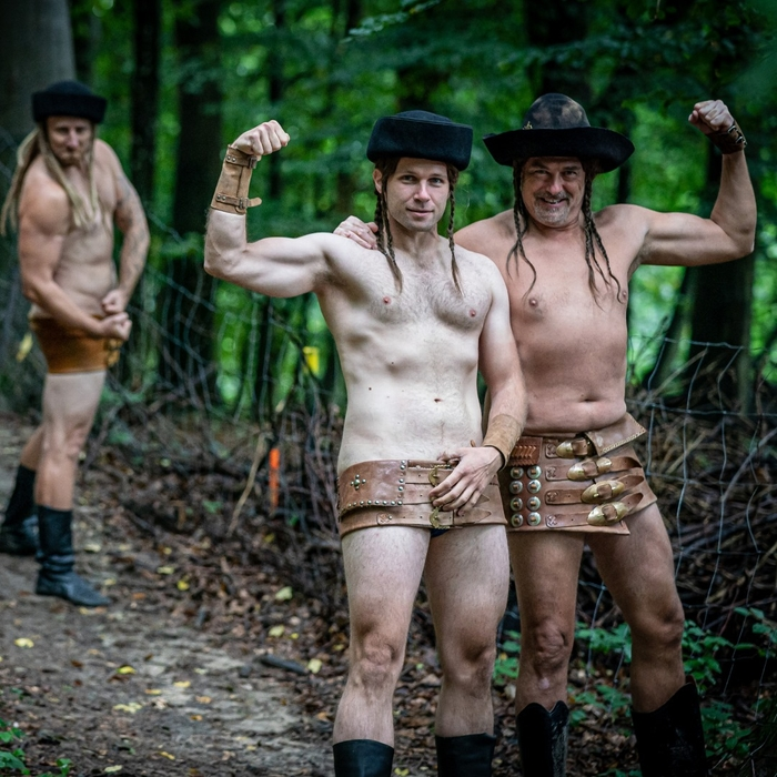 Uhorčík - nahí zbojníci