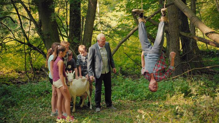 Ľubomír Paulovič nakrúcal scénu v lese, kde visel dolu hlavou
