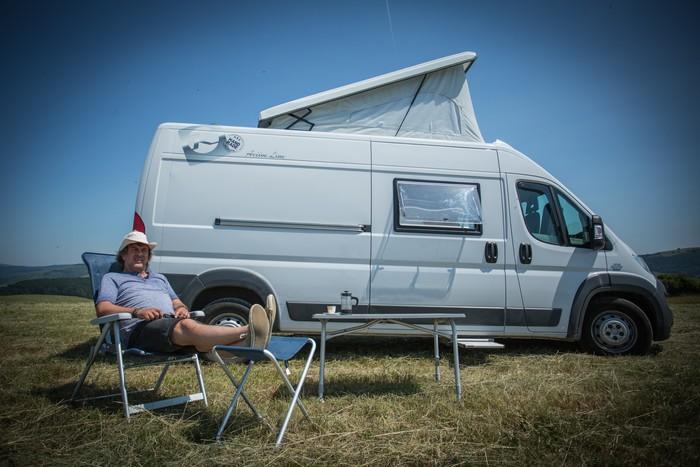 Prazdniny - Tomáš Matonoha prišiel na pľac na vlastnom karavane