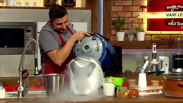 Fero Sedlák využil pri varení aj tekutý dusík