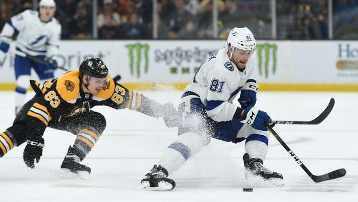 b2807e4db Hokejisti Tampy Bay Lightning potvrdili svoju suverenitu v zámorskej NHL  víťazstvom v poslednom zápase základnej časti, v ktorom zdolali Boston  Bruins na ...