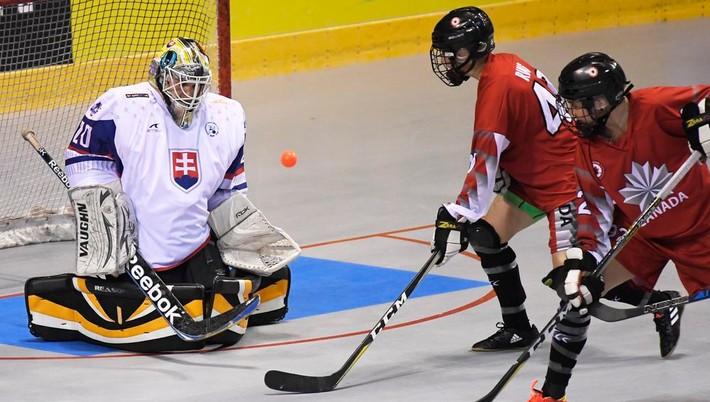 8d164662a5 Zlý úvod MS  Slovenky vstúpili do turnaja prehrou s Kanaďankami