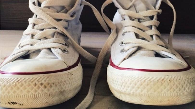 6b80dff3932de Ako ľahko očistiť bielu gumenú podrážku topánok? Stačí vám JEDEN prípravok  a budú ako nové Zdroj: pinterest. Biele tenisky ...