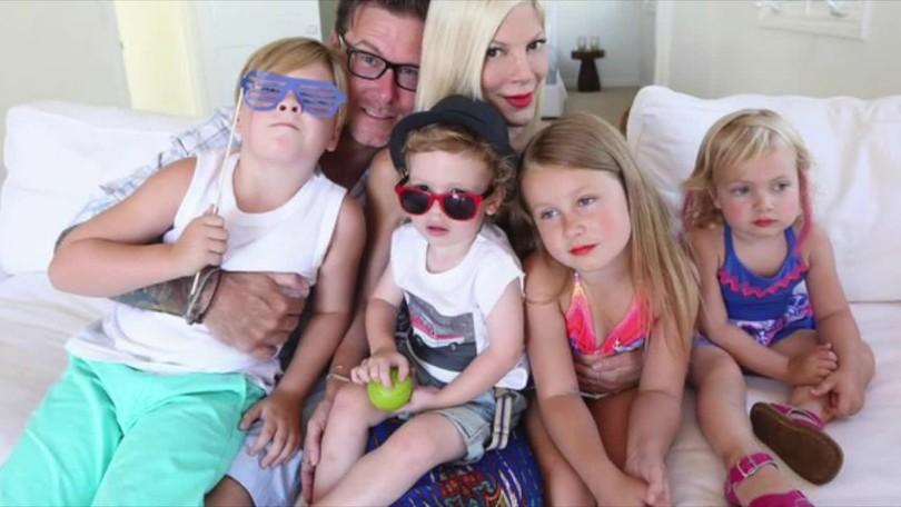 348e89e03 Tori Spelling zverejnila fotografiu svojich detí: Následne sa na ňu  spustila lavína kritiky!