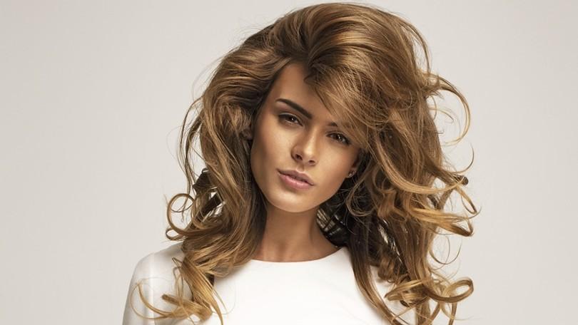 Už žiadne spľasnuté vlasy  Jednoduché triky pre SOS objem  d61f82ee236