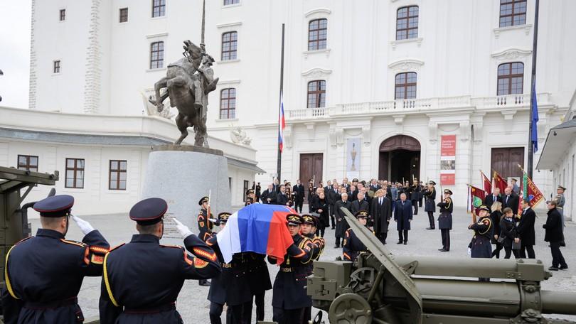 655148b21 ONLINE: Slovensko sa rozlúčilo s prezidentom Michalom Kováčom ...