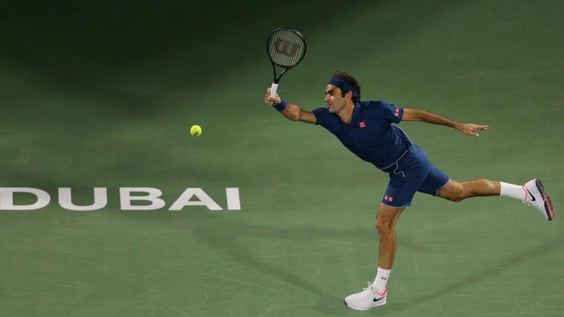 3be289bc01488 Federer zdolal vo finále v Dubaji mladého Tsitsipasa a získal svoj  jubilejný 100. singlový titul | Noviny.sk