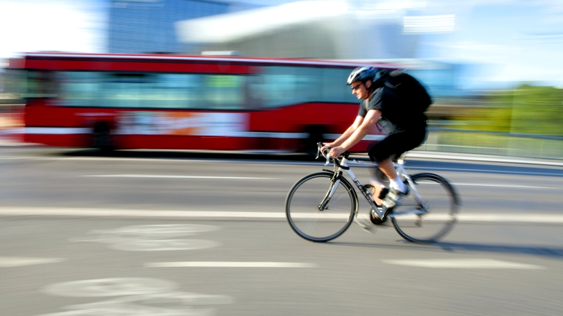 3c38951bb Polícia radí: Ako má správne šofér obehnúť cyklistu | Noviny.sk