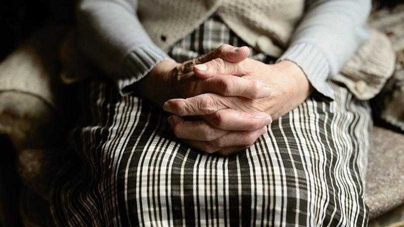 Fotka starenky dojala svet: TOTO s ľuďmi urobila panika z koronavírusu