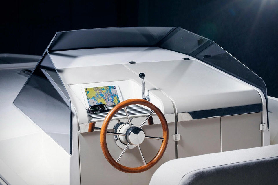Motorový čln Q30
