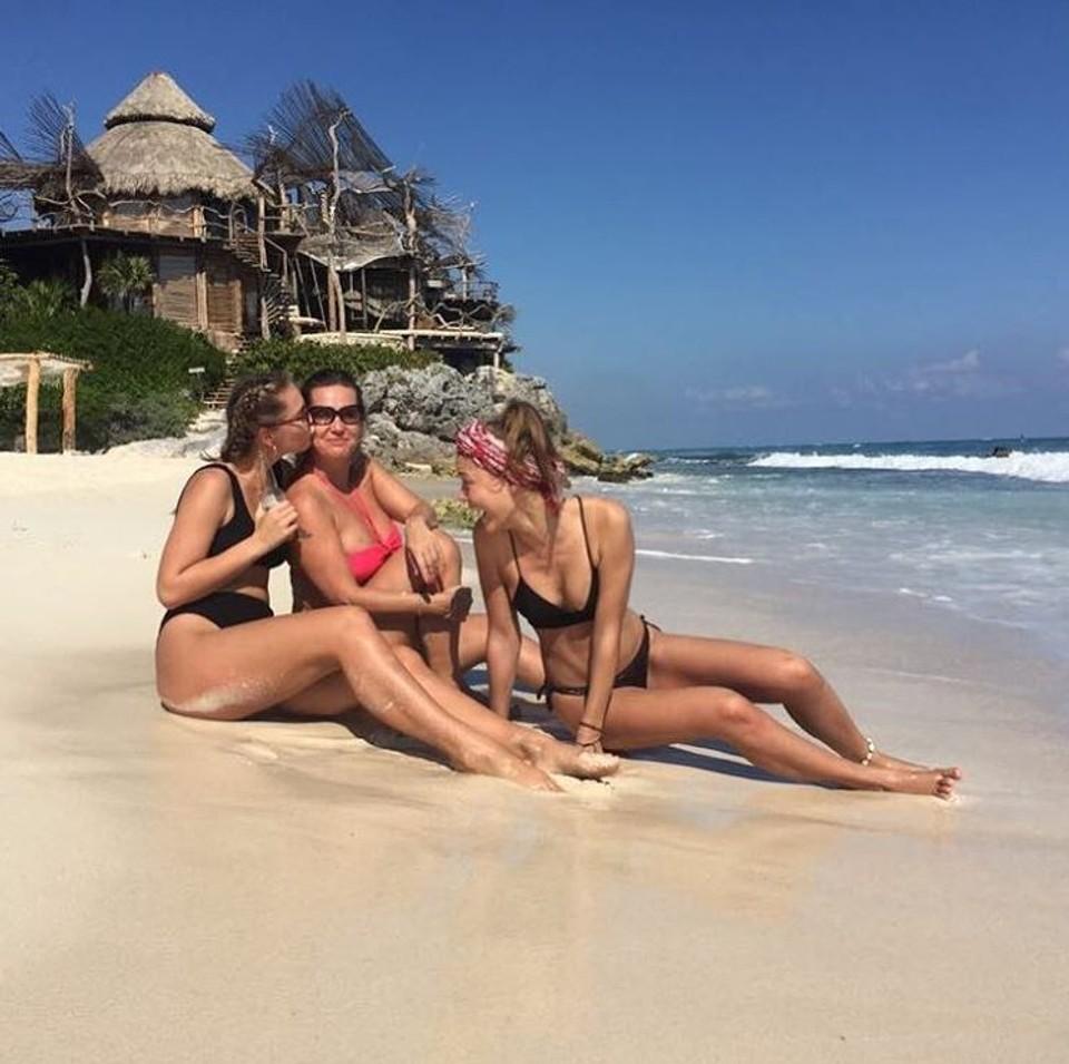 Erika Barkolová na dovolenke v Mexiku s dcérami