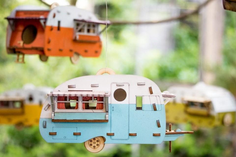 Retro karavan ako kŕmidlo pre vtákov