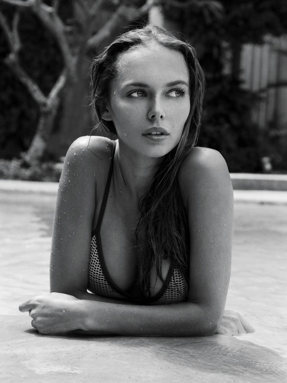 Elizabeth Grace Nude Photos 20