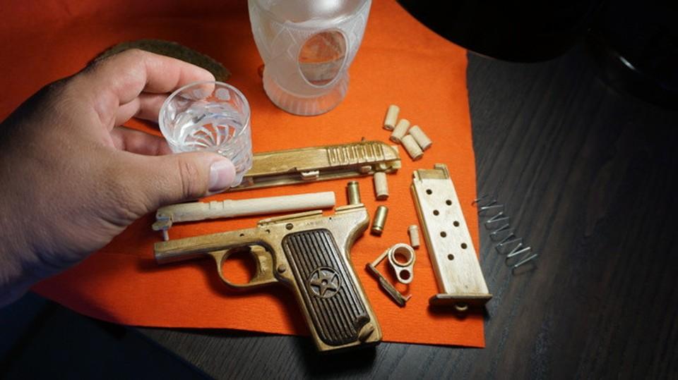 Drevená pištoľ Tokarev TT