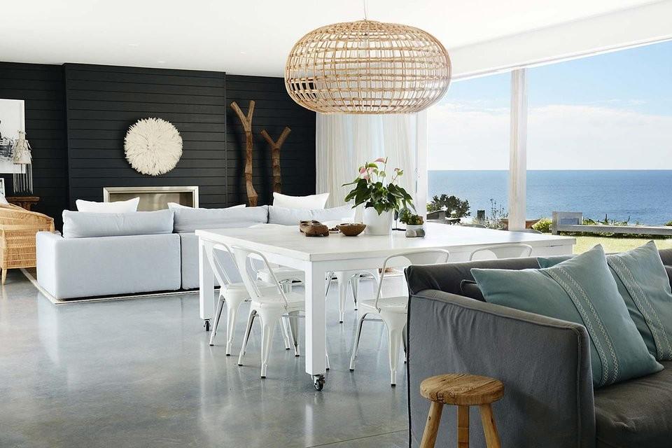 Nádherne biela austrálska vila s výhľadom na oceán