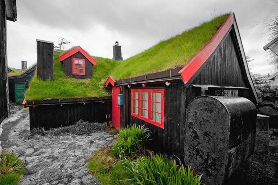 Domy so zelenou strechou