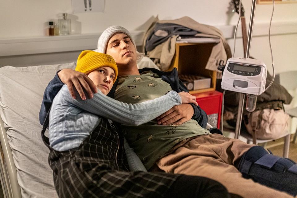 Jenny (Bára Očenášová) a Oliver (Simon Štubniak)