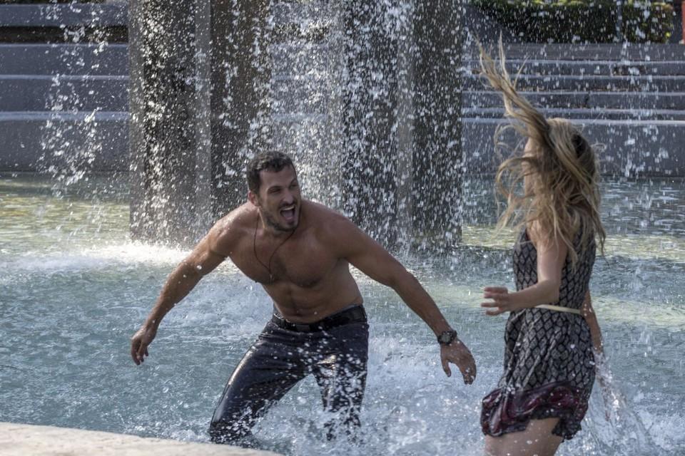 Peter a Lucia - bláznenie vo fontáne 3