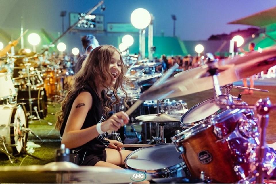 Nikoleta Šurinová na koncerte Rockin 1000