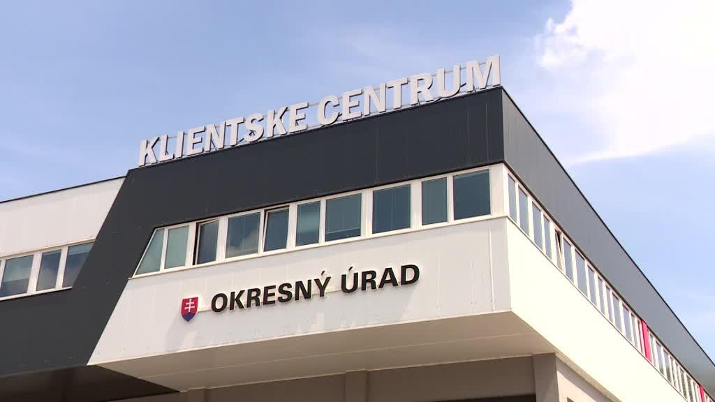 NAKA zasahovala na okresnom úrade v Bratislave. Zadržali sedem ľudí