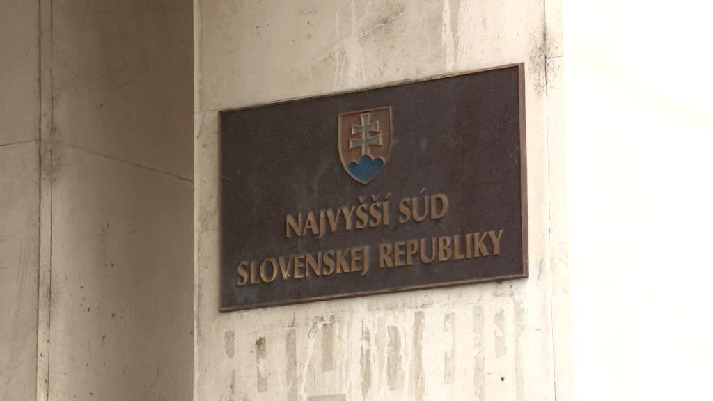 Obvineného zverolekára z korupcie na okresnom úrade nechali na slobode