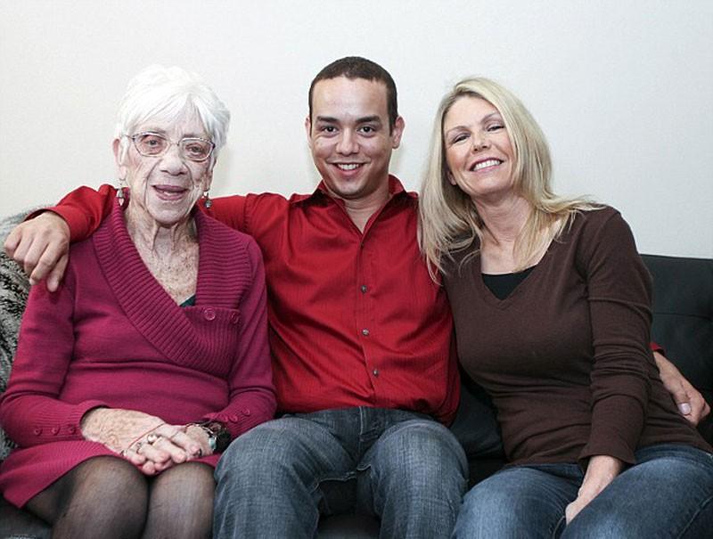 Kylie s mamou a s priate kou kylie jones odmieta mlad for Ladeblok wit 3 lades
