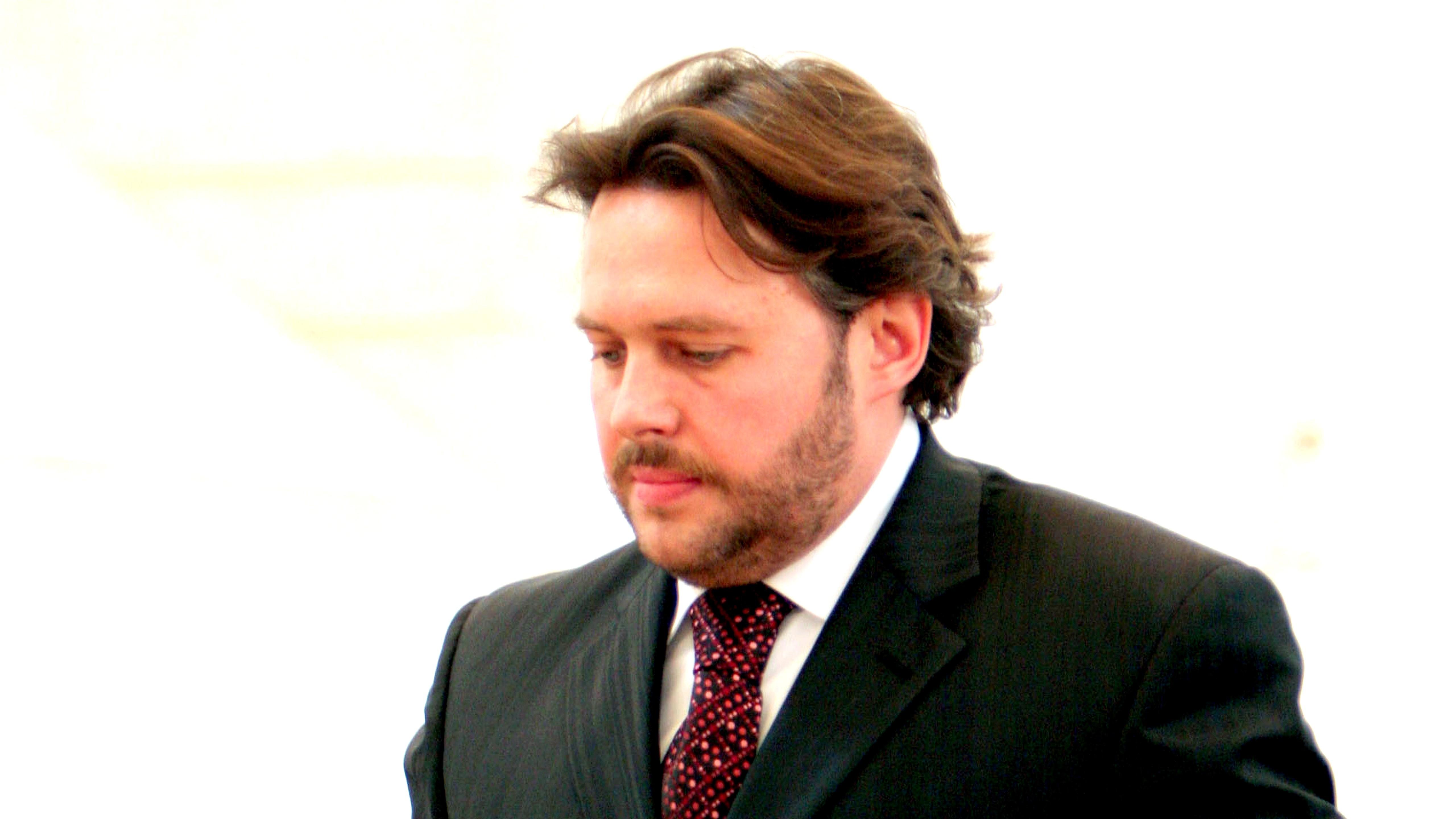 Začal sa súd s exposlancom Jánošom. Je obžalovaný z týrania ženy a dcéry