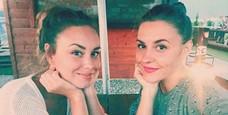 Dominika Kavaschová so sestrou